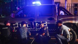 Полицейская засада у атакованного развелкательного комплекса в Маниле.