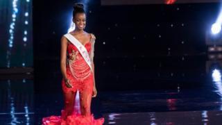 Malkia wa urembo kutoka Kenya Eveylyn Njambi katika shindano la malkia wa urembo duniani 2016 nchini Marekani