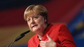 Mrs Merkel ayaa shacbiyad ku leh Jarmalka in kastoo caqabado ay ka wajaheyso mucaaradka