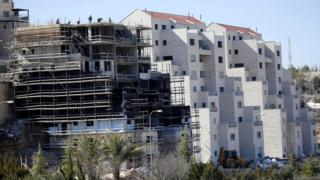 Builders work on new settler homes at Kiryat Arba, near the West Bank city of Hebron (7 February 2017)