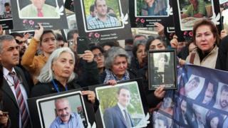 Ankara saldırısında hayatını kaybedenlerin yakınları Adliye önünde