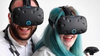 Очки виртуальной реальности компании HTC