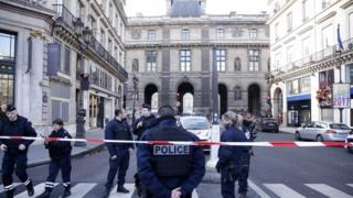 Scene outside the Louvre in Paris after shooting incident, 3 February 2017