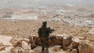 جندي لبناني في جرود عرسال