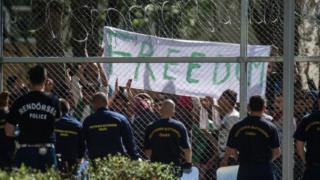 Hongria yongereje abasirikare ku rubibe na Serbia