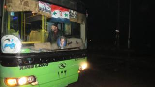 Um dos ônibus mobilizados para retirada de Aleppo