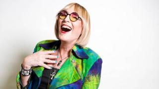 Artista performática Kate Bornstein diz que hoje não é nem homem nem mulher