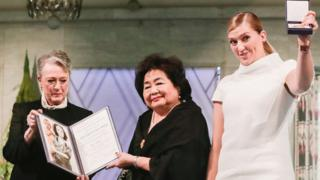 Leader of the Nobel Committee Reiss-Andersen (left), Hiroshima survivor Setsuko Thurlow and executive director of Ican Beatrice Fihn at the award ceremony of the Nobel Peace Prize in Oslo, 10 December 2017