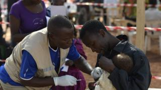 Aid workers dey campaign for cheap vaccines to tackle pneumonia.