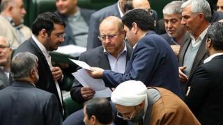 شهردار تهران گزارش حادثه پلاسکو را به مجلس ارائه کرد