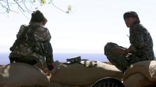مقاتلو وحدات الشعب الكردي