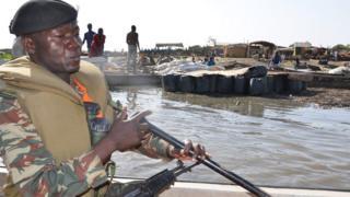 Cameroun: un navire de l'armée chavire des dizaines de disparus