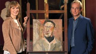 presenter Fiona Bruce and art historian Philip Mould, with a portrait the BBC has attributed to the acclaimed portrait artist Lucian Freud