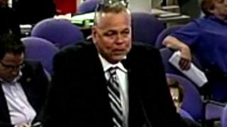Nhân viên bảo vệ Scot Peterson đã từ chức sau khi bị đình chỉ