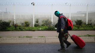 Environ 7 000 migrants vivaient à Calais dans des conditions difficiles.