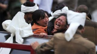 截至当地时间周日(6月25日)14时,现场挖出遇难者遗体10具,93人失联。