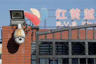 紅黄藍が運営する北京の朝陽区の幼稚園には当局の捜査が入った