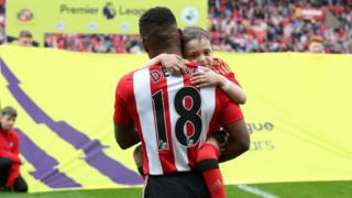 Bradley Lowery being carried by Jermain Defoe ahead of Sunderland's Premier League clash with Swansea in May 2016