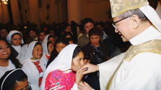Hồng y Phanxicô Xavie Nguyễn Văn Thuận tại Mexico năm 2001