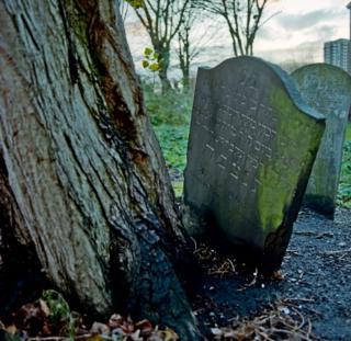 Кладбище на Брейди-стрит осенью