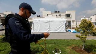 Polis, saldırının gerçekleştiği evin çevresini kordon altına aldı