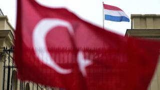 Türkiye ve Hollanda bayrakları