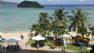 關島是西太平洋上的一個島嶼,是美國5個建立平民政府的屬地之一。