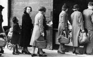 Shoppers queuing from 1943