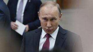 ولادیمیر پوتین از محبوبیت بالایی در میان مردم روسیه برخوردار است و در صورت شرکت در انتخابات سال آینده بخت نخست پیروزی است