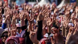 Cuộc trưng cầu dân ý chia rẽ nước Thổ Nhĩ Kỳ - đất nước gặp nhiều khó khăn khác