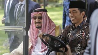 الملك السعودي ورئيس إندونيسيا