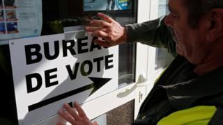 法国在周日展开总统选举第二轮投票。