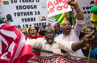 Abdou Razak (C) of Togo demonstrates with others against President Faure Gnassingbé in Dag Hammarskjold Plaza outside the UN in New York on September 19, 2017.