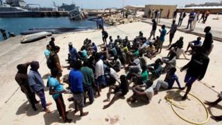 يتخذ المهاجرون غير الشرعيين من ليبيا محطة للوصول عبر سواحلها إلى أوروبا