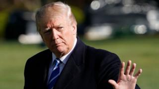 کاخ سفید گفته رئیسجمهوری آمریکا ادعای ستاره پورن درباره رابطه جنسی با او را تکذیب میکند. در همین حال وکلای ترامپ از این ستاره پورن بابت نقض توافق عدم افشا، ۲۰ میلیون دلار غرامت میخواهند.