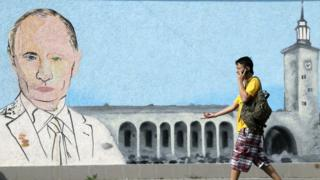 изображение путина на стене в крыму