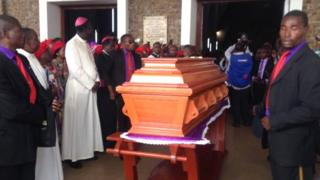 Une messe se tient en ce moment a la cathédrale de Yaoundé.