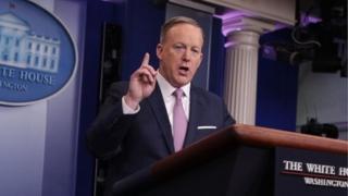 """白宮發言人斯派塞表示,中美貿易應是""""雙行路""""。"""