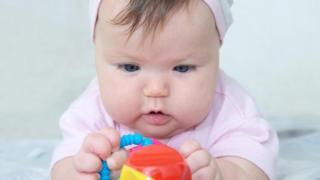 Có quá nhiều yếu tố riêng lẻ liên quan để các nhà khoa học của Babylab đưa ra lời khuyên cụ thể cho bố mẹ con trẻ.