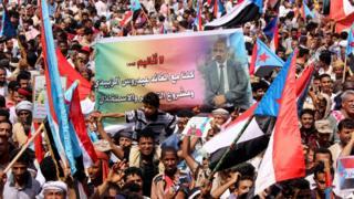 أثار قرار الرئيس اليمني، عبد ربه منصور هادي، إقالة محافظ عدن السابق، عيدروس الزبيدي، ردود فعل غاضبة