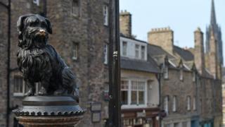 Edinburgh'da bir köpek heykeli