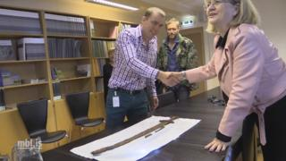 The sword being presented to the Icelandic Cultural Heritage Agency