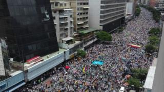 野党指導者は今回の反政権デモは過去2年間で最大だったと語った