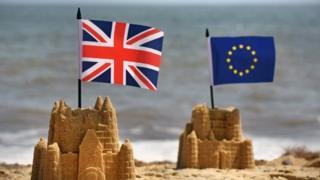 英国とEUの旗