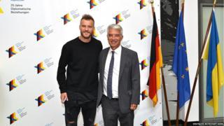 Посол і футболіст
