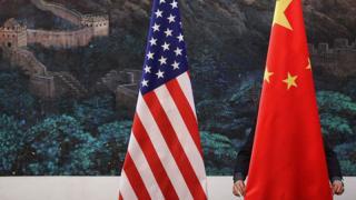 示意图:中国及美国国旗