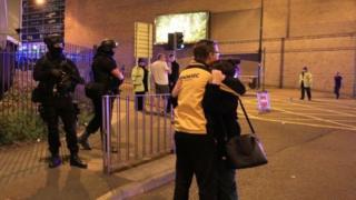 به گفته پلیس مهاجم یک مرد بوده که خود او هم در محل کشته شده است