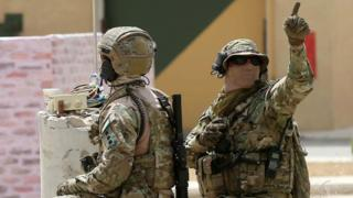 أفراد من القوات الخاصة الأردنية خلال تدريبات في مركز الملك عبد الله الثاني لتدريب العمليات الخاصة