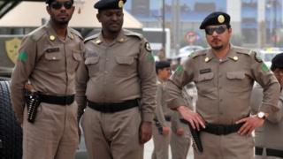 أفراد بالشرطة السعودية