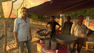 The BBC's Justin Rowlatt tastes litti chokha - a mouth-watering street food from the eastern Indian state of Bihar